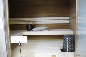 Naisen sauna