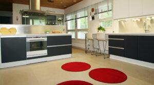 Punaiset matot piristävät tehokasta keittiötä