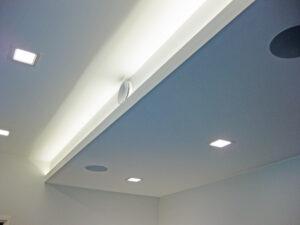 Tyylikäs katon alaslasku ja tehokas valaistus