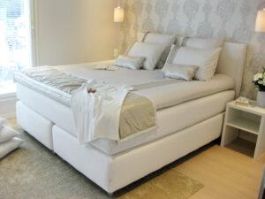 Hotellimainen makuuhuone