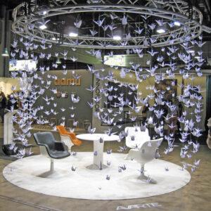 Avarten origami-linnut ja Kukkapuron uudistuotantoon tuleva tuoli