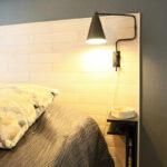 Seinään kiinnitettävä yöpöytä helpottaa siivousta
